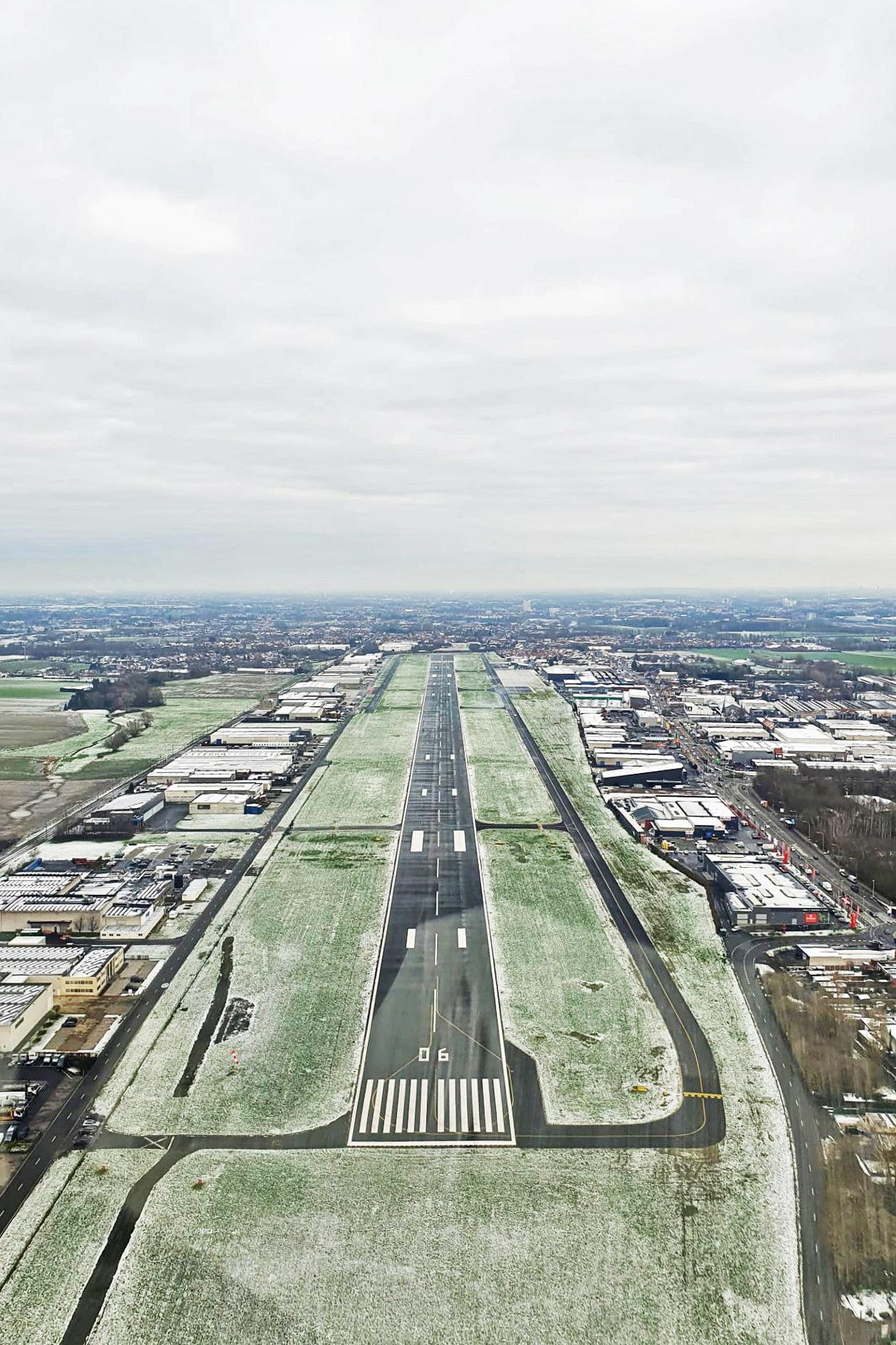 Vliegveld Wevelgem met sneeuw